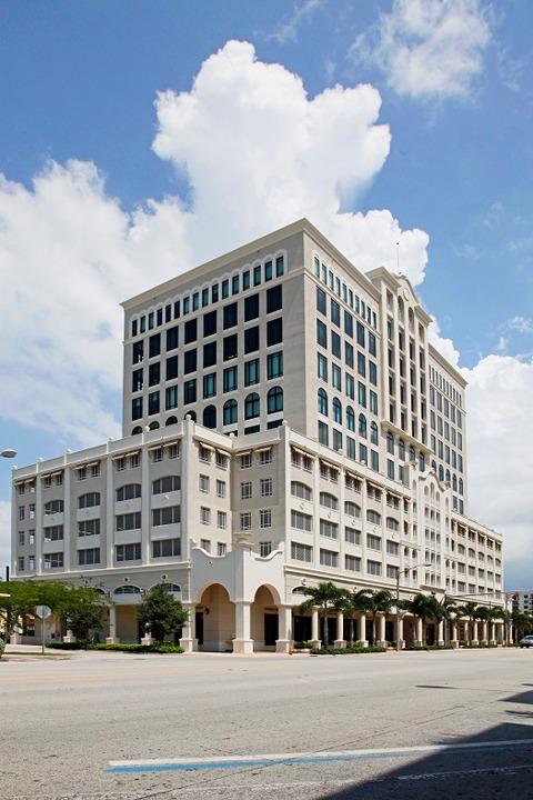 Ponce de Leon Blvd - Coral Gables - FL
