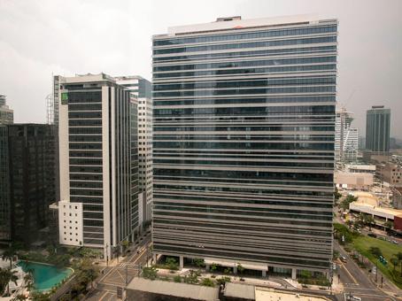 Manila, Net Lima - Bonifacio Global City - 26th Street - Taguig City