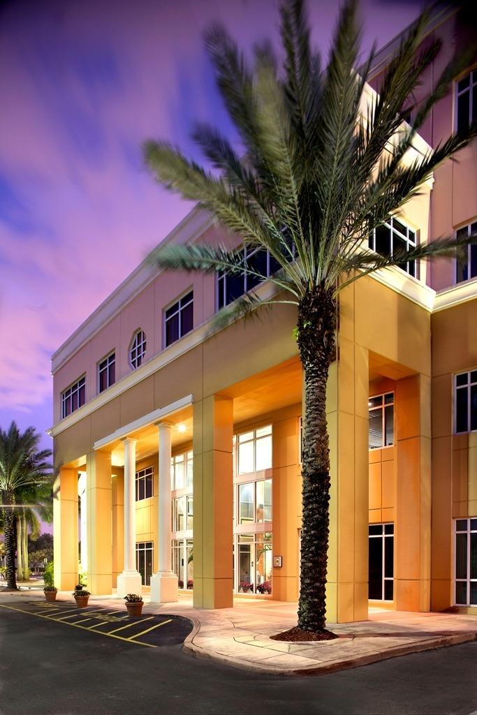 Quest Workspaces - Royal Palm Doral Center - 8200 NW 41st Street - Doral - FL