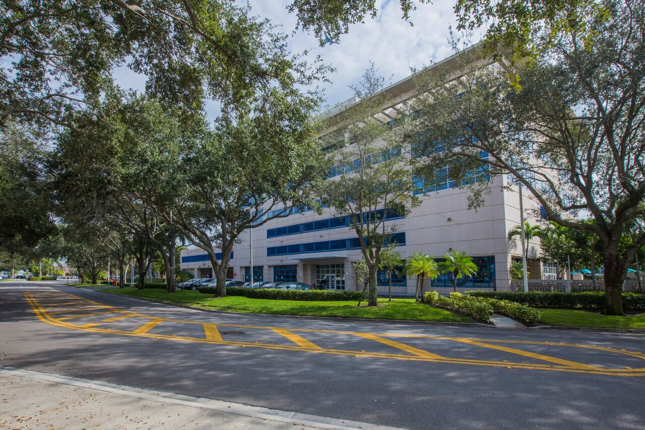 3105 NW 107th Ave, Doral - FL