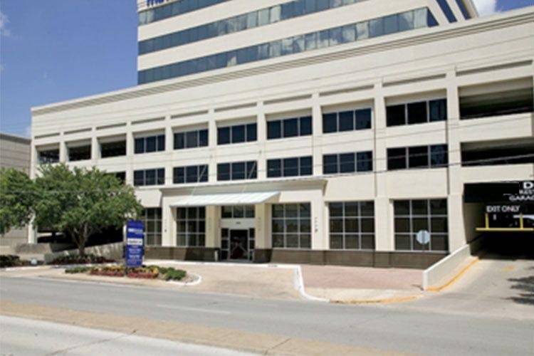 Executive Workspace - 8300 Douglas Avenue - Dallas - TX