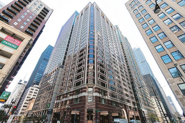 Amata Offices Suites - 225 West Washington St - Chicago